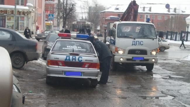 С июля петербургских водителей могут обязать платить за эвакуацию