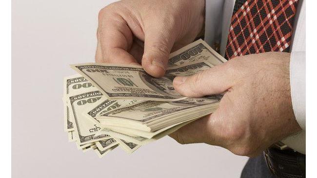 ЦБ повысил курс доллара на 1,6 рубля до 68,73 рублей