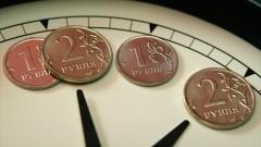 Рубль продолжит медленно дешеветь
