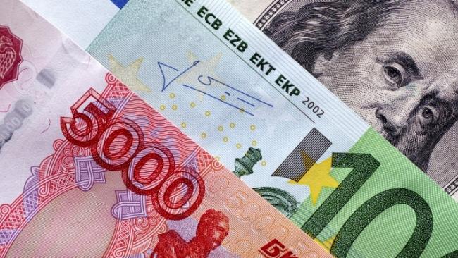 Биржевые курсы доллара и евро снова обновили минимумы