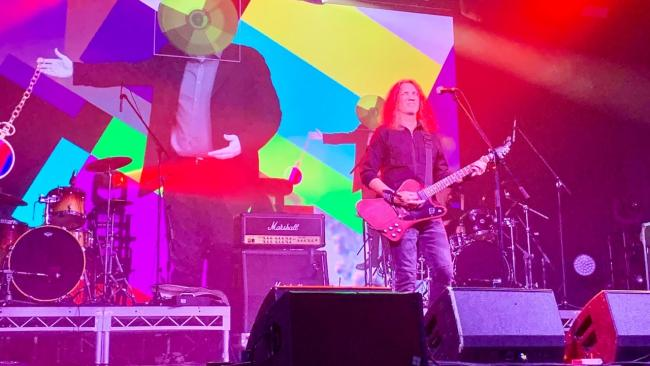 """Рок-фестиваль """"Окна открой!"""" отметил свое 20-летие на сцене в онлайн формате"""