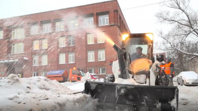 За три дня с петербургских мостов и набережных вывезли тысячу кубов снега