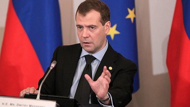 """Дмитрий Медведев помог закрыть дело о контрабанде """"Евросети"""""""