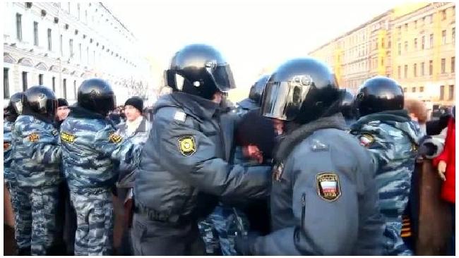 """Полиция обещает не применять силу к участникам """"гуляний"""" у """"Баррикадной"""""""