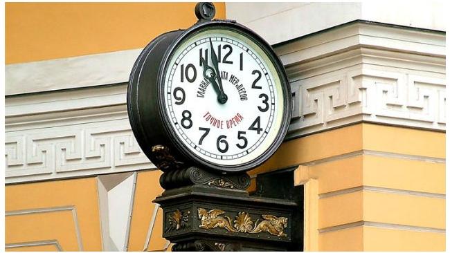На содержание уличных часов Петербург в 2015 году выделит 3 млн рублей