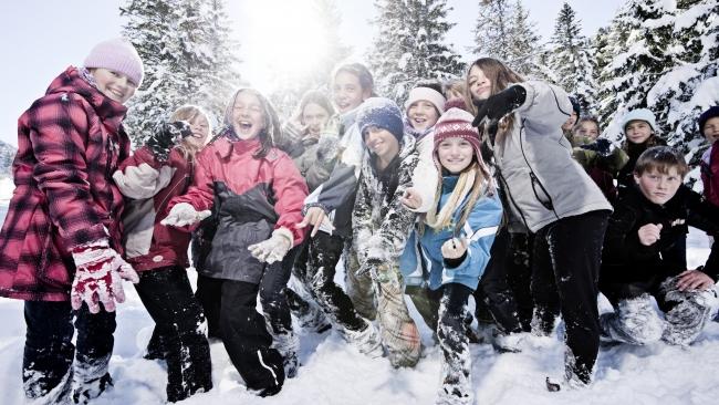 Среди новогодних развлечений россиян лидируют походы в гости и катание на лыжах