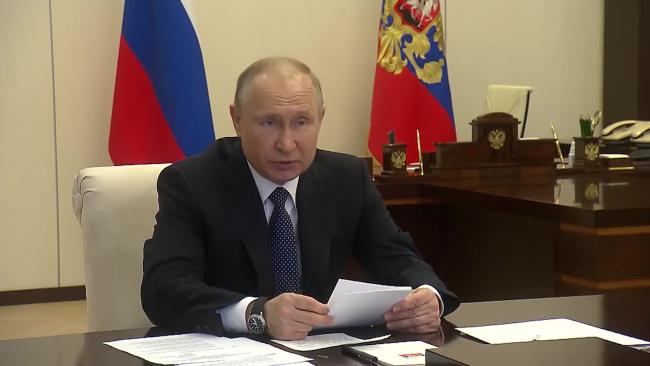 Путин в ближайшей перспективе видит сокращение нерабочих дней