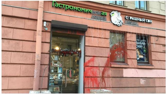 Полиция задержала  вегетерианцев, разгромивших мясную лавку в Петербурге