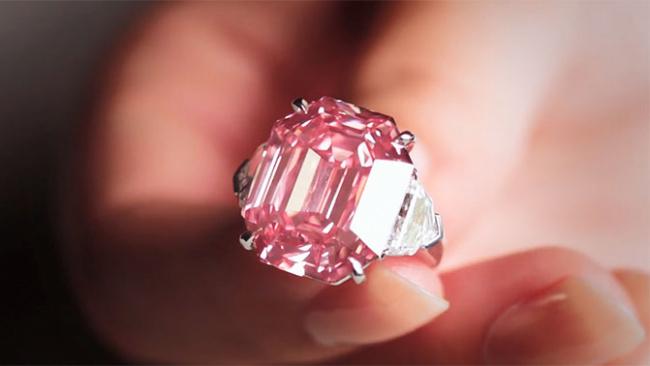 Редкий розовый бриллиант продали за $50 млн