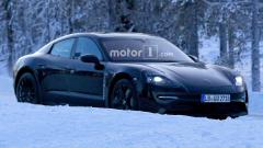 Компания Porsche протестировала новый электрокар в зимних условиях