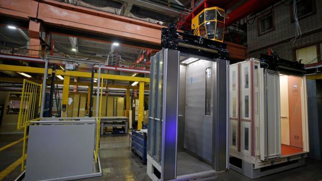 Около 1 тысячи лифтов до конца года заменят в домах Петербурга