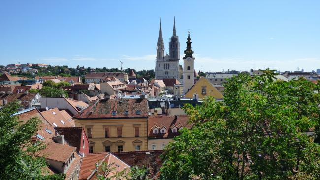 В Хорватии из-за COVID-19 старшеклассников могут обязать носить медмаски