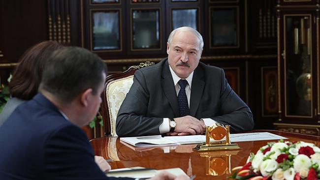 Лукашенко опроверг слухи о своем отъезде за рубеж