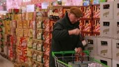 Россияне стали меньше зарабатывать и больше тратить