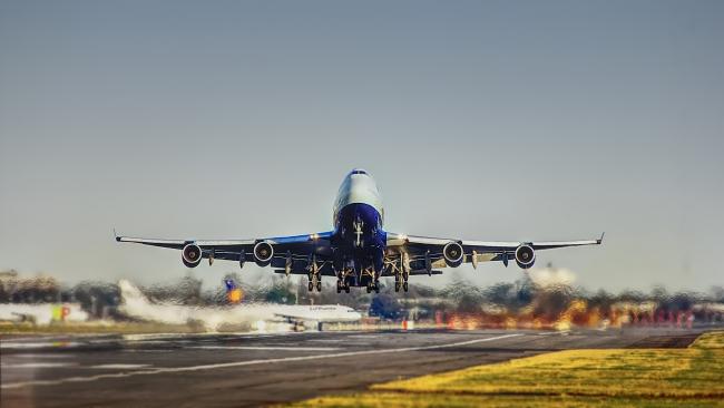 Роспотребнадзор перечислил бесплатные услуги от авиаперевозчика при задержке рейса