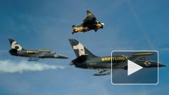 Ради рекламы часов швейцарец с крыльями полетал вместе с истребителями