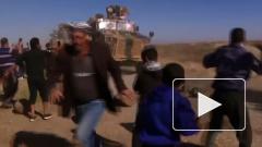 Жители деревни в Сирии преградили путь американской военной колонне
