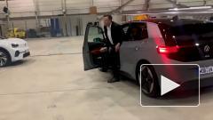 Илон Маск испытал в Берлине электромобиль Volkswagen ID.3