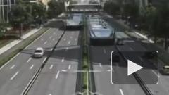 В Китае провели испытания первого в мире портального автобуса