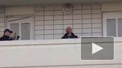 Денис Майданов дал концерт на балконе в Одинцово из-за эпидемии коронавируса