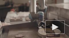 Видео: инженеры создали робот, который готовит бургеры
