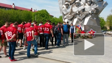 """9 мая игроки команды """"Витязь"""" почтили память жертв Великой Отечественной Войны"""