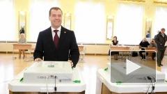 Дмитрий Медведев проголосовал на выборах Президента РФ, но ничего не сказал