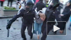 МВД пояснило, зачем полицейский на митинге ударил женщину