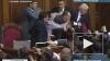 Украинская оппозиция второй день блокирует голосование ...