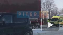 ДТП: У Московской Славянки трассу не поделили фура и легковушка