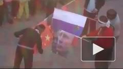В Ливии разгневанные сирийцы сорвали флаг с посольства России