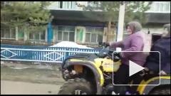 Под Уфой бабушки гоняют на квадроцикле