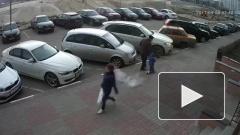 В Воронеже подростки скинули c крыши на пожилого человека с внуком кусок бетона»