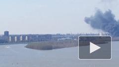 В порту в Омске загорелась баржа