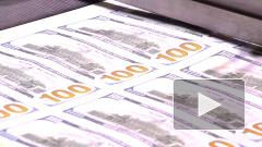 Рубль снизился к доллару и евро на старте торгов понедельника
