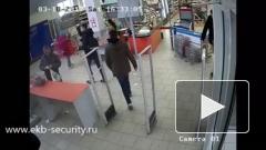 Двое инвалидов в Екатеринбурге ограбили продуктовый магазин