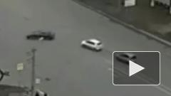 Жуткое видео из Челябинска: после ДТП одну из легковушек отбросило на тротуар