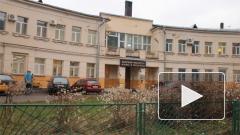 В Петербурге вооружённые автоматами люди выставили на улицу владельца здания, в котором находится Институт языка и культуры