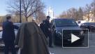 Встреча с Бегловым не удалась: участников митинга у Смольного и журналистов задержали полицейские