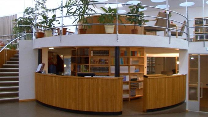 коллекция книг об Аалто в библиотеке Алвара Аалто в Выборге