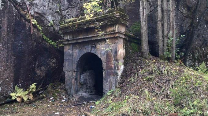 Вход в тоннельный пороховой погреб у мызы Хертуала