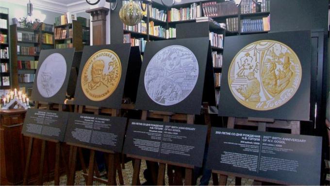 О российских монетах, посвященных театру, рассказывает выставка в библиотеке на Пионерской