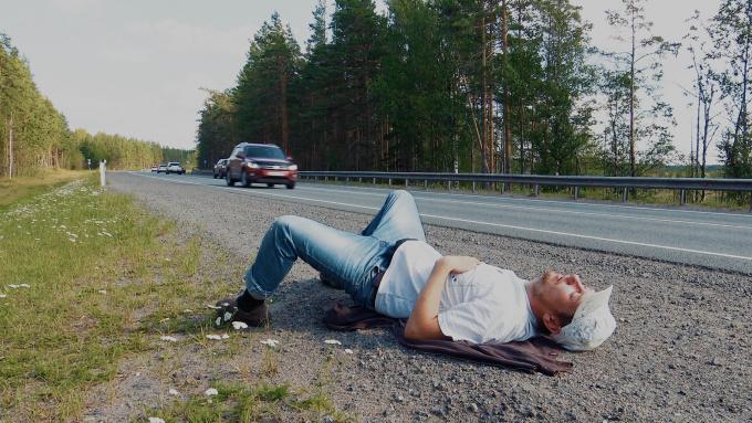 На обочине трассы Скандинавия обнаружен мужчина