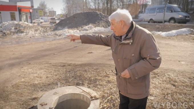 Жители попросили депутата Зубенко убрать колодец