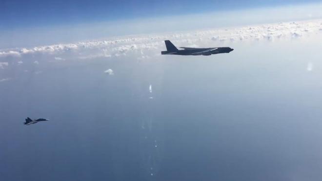 Перехват российскими истребителями бомбардировщиков США показали на видео