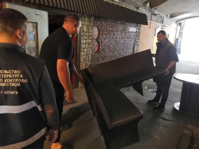 """ККИ выселил бар """"Проходимец"""" из помещения на улице Рубинштейна"""