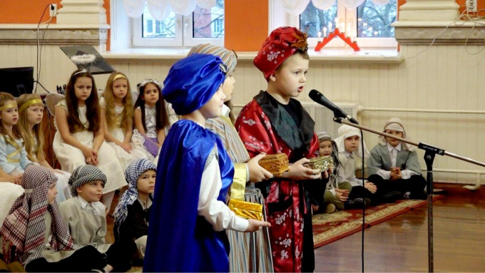 Историю рождения Христа представили первоклассники выборгской Гимназии