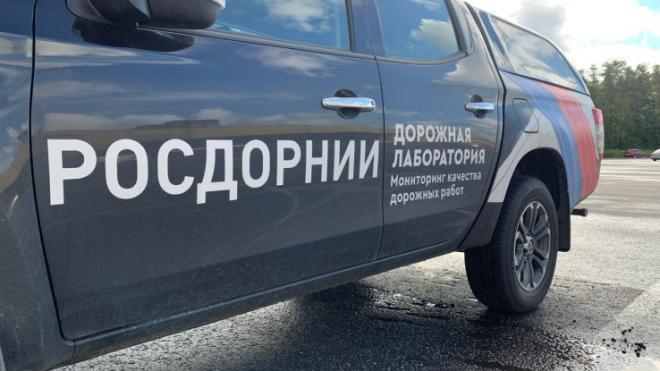 Дорожники проверили на прочность новый асфальт на Токсовском шоссе