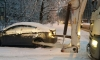 Мусоровоз изуродовал легковушку во дворе на Волковском проспекте