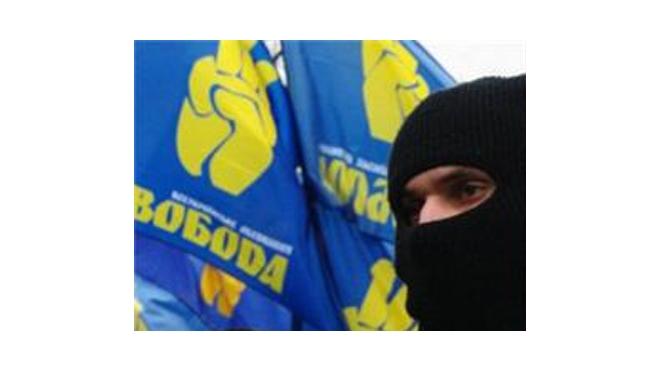 Украинские националисты сорвали День Победы во Львове и растоптали российский триколор